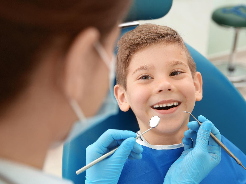 Wer gut putzt, vermeidet Karies und braucht keine Angst vor dem Zahnarzt zu haben