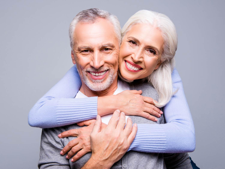Wieder unbeschwert lachen nach Regeneration von Hart- und Weichgewebe