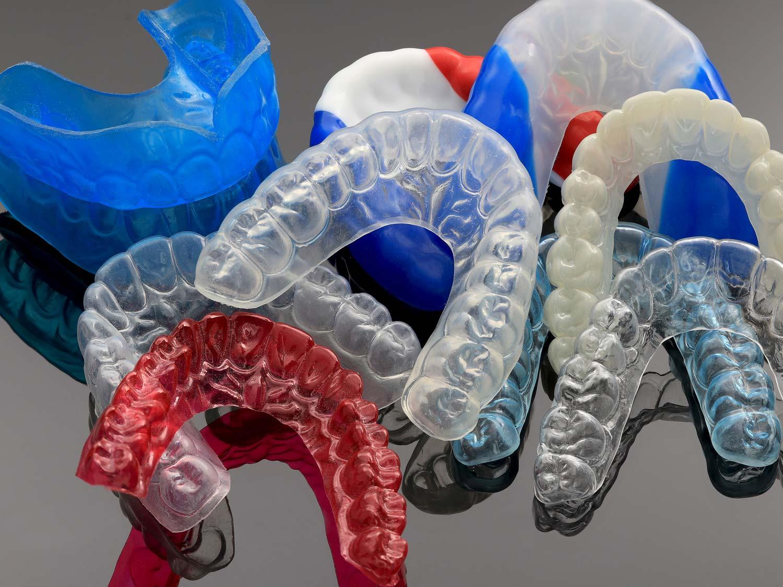 Knirscherschienen schützen vor Schädigung der Zahnsubstanz durch Pressen und Knirschen