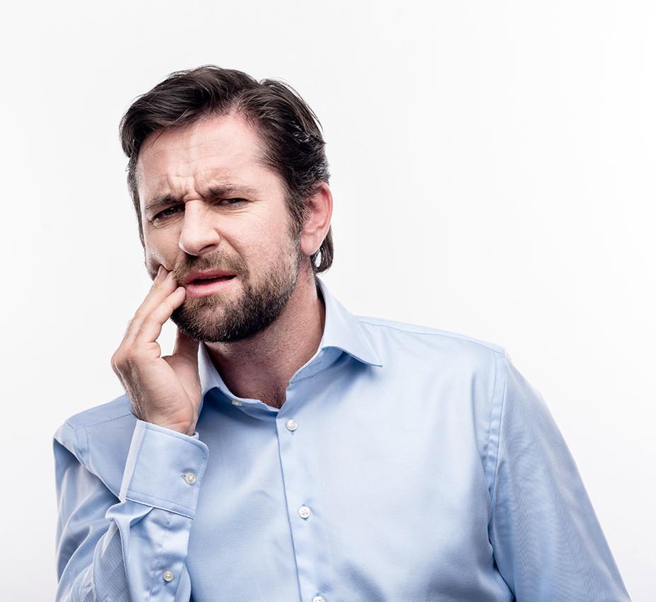 Wiederkehrende Zahnschmerzen im Zahninneren müssen manchmal mit einem zweiten Eingriff am Wurzelkanal behandelt werden.