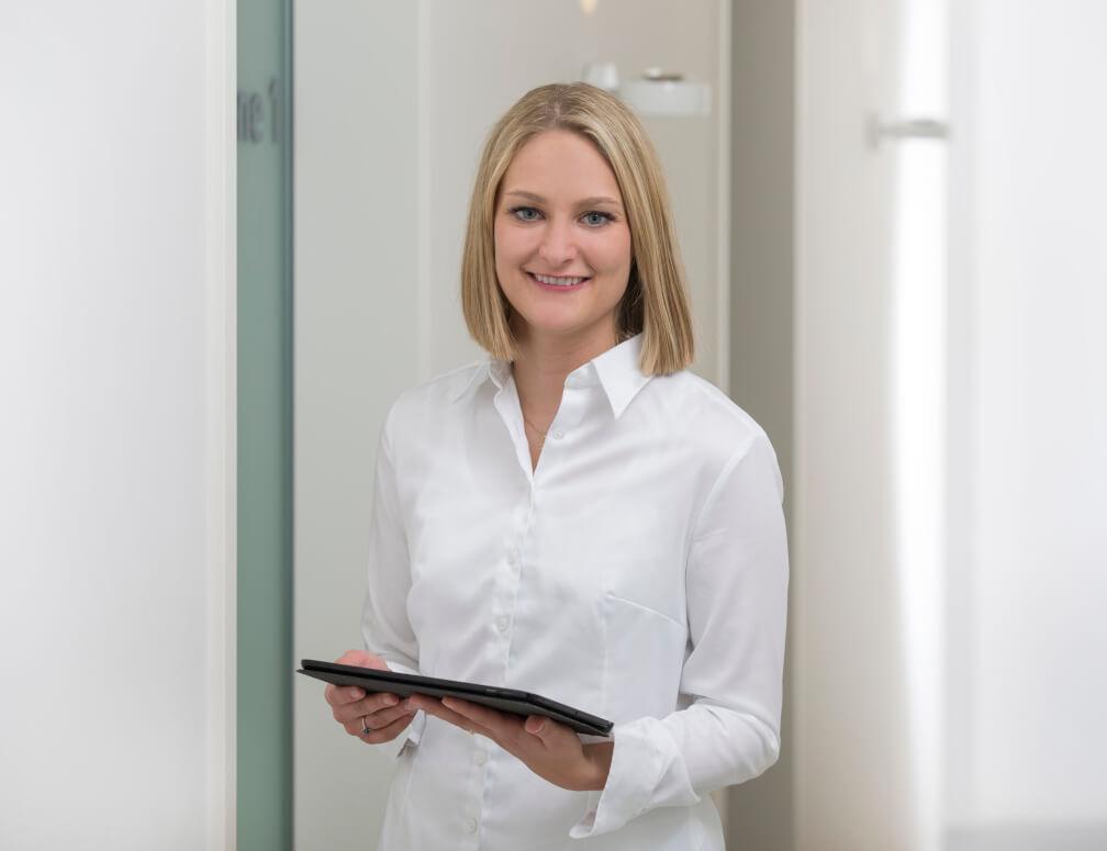 Roxanne Weiß - Praxisorganisation bei MunichDent